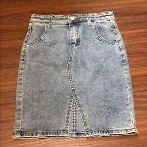 Dresses & Skirts - NWOT denim skirt with front slit
